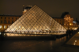 Glaspyramide vom Louvre